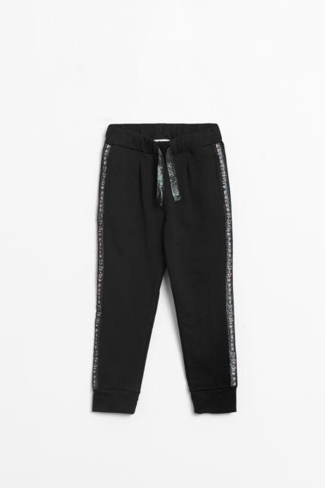 Spodnie dresowe w kolorze czarnym z lampasami